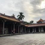 【台北 寺】台北三大寺廟のひとつの「大龍峒 保安宮」と向かいにある「台北孔廟」